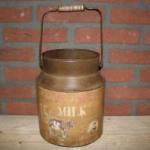 11.-Melk-bus-emmer-koe-dairy-fresh-koe-Landelijke-decoratie-woon-decoratie-sfeer-woontrend-decoraties-300x199