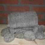 12.-Landelijke-decoratie-woondecoratie-sfeer-winter-wollen-sjaal-licht-grijs-donker-grijs-300x199